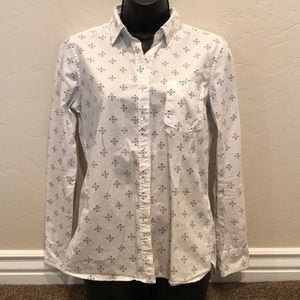 Tops - White patterned button-up shirt